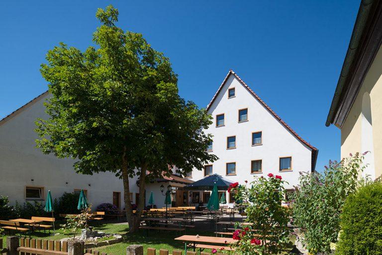 Biergarten Rosen Kastanie Gasthaus Brauner Hirsch Waller