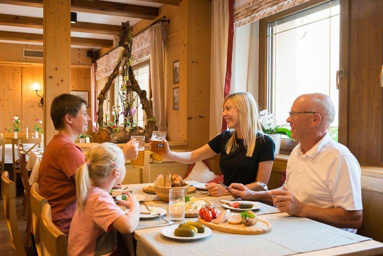 Brotzeit Familie Bier Gasthaus Pension Brauner Hirsch Waller