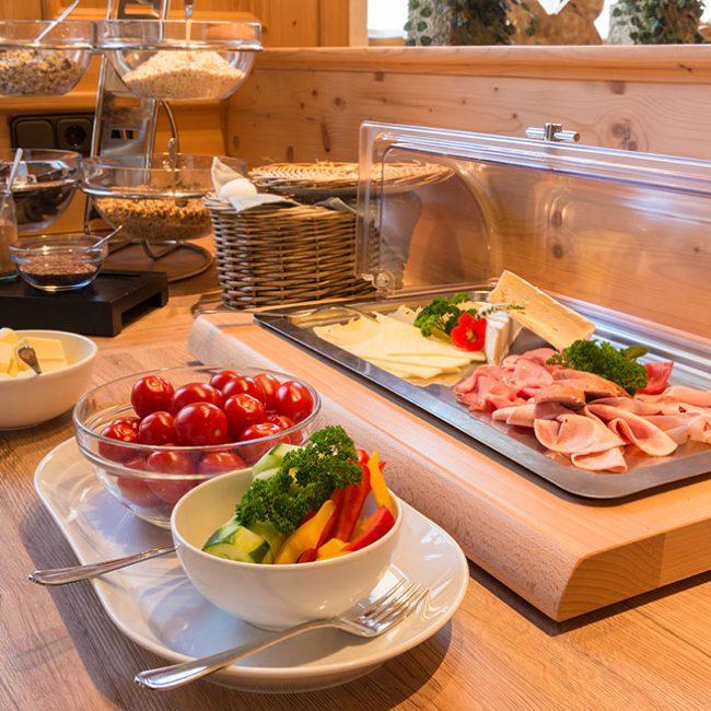 Käse Schinken Tomaten Frühstück Gasthaus Pension Brauner Hirsch Waller