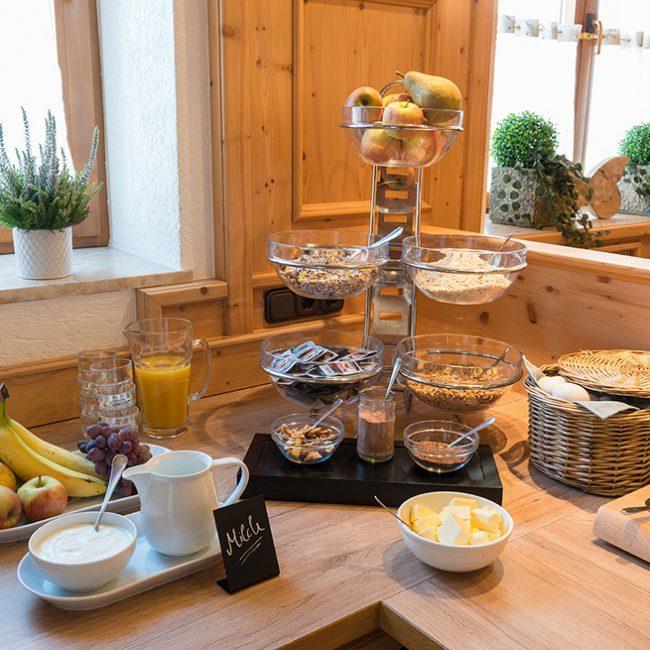 Müsli Obst Frühstück Gasthaus Pension Brauner Hirsch Waller