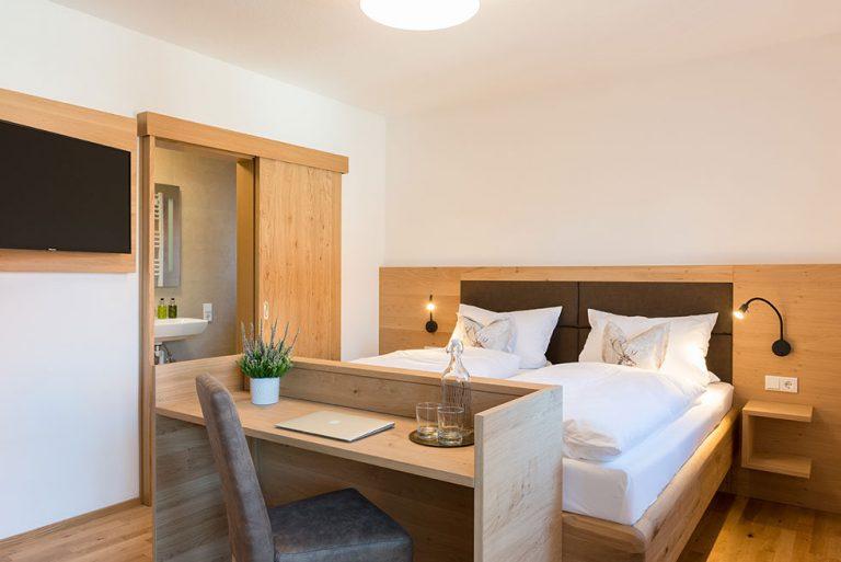 Doppel Zimmer Bett Balkon Pension Brauner Hirsch Waller